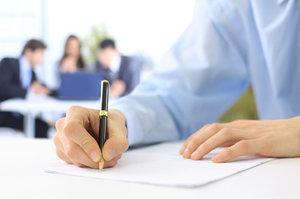 Как уволить сотрудника при истечении трудового договора