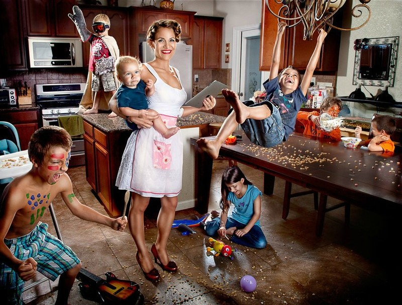 Мать тратит всё время на воспитание детей и не работает