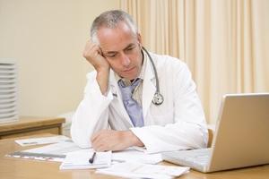 В каком возрасте увольняют врачей