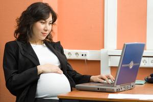 Беременных увольнять не по собственному желанию запрещено