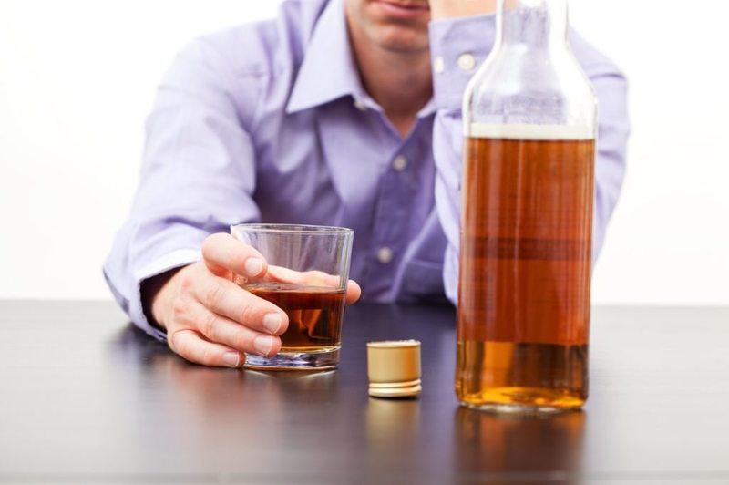 Из-за регулярного пьянства человека увольняют